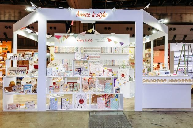 1~3枚目:amifa fleur のフラワー・DIY商品群<br /> 4枚目:展示会には年4回~出展しています。<br /> 5枚目:海外の展示会にも出展(香港Gift&Premiumの模様)<br /> <br />