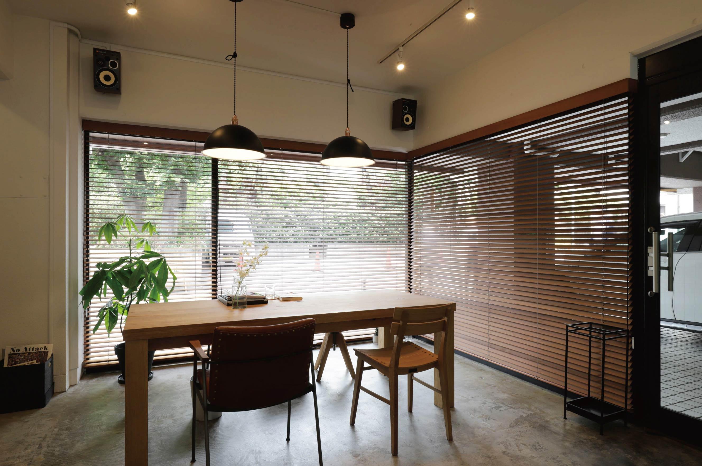 俵社オフィスです。都心にありながら四季の自然が心地よい周辺環境が気に入って昨年 移転しました。