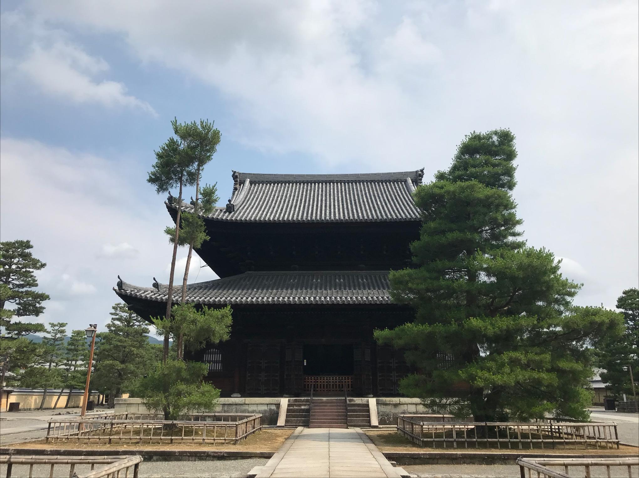 京都市右京区花園の妙心寺南門近くに事務所があります。休憩時間に妙心寺の境内でリフレッシュすることもできます。